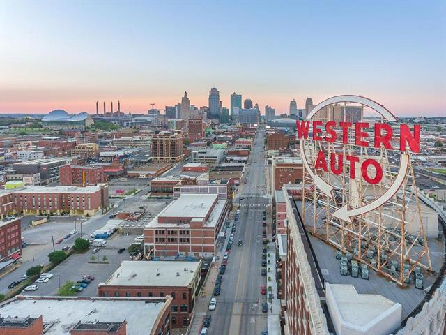 2107 Grand Boulevard #401, Kansas City, MO 64108 (#2173599) :: Clemons Home Team/ReMax Innovations