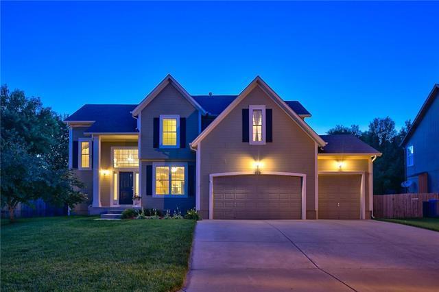 929 S Clearwater Hills Street, Olathe, KS 66061 (#2173609) :: Dani Beyer Real Estate