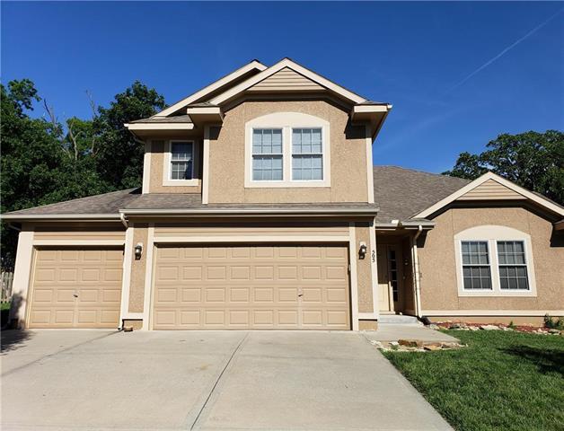 505 S 137th Place, Bonner Springs, KS 66012 (#2173621) :: DHG Network