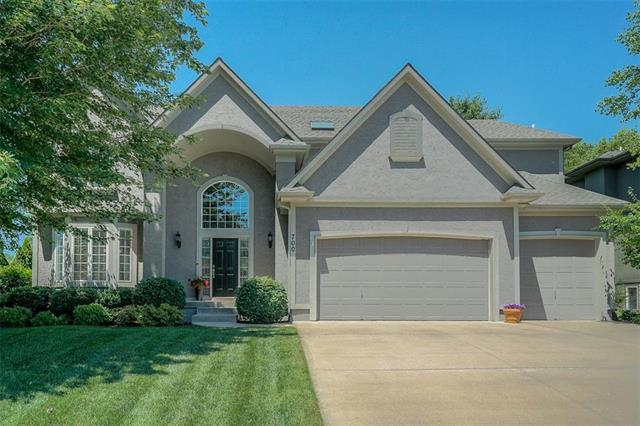 700 NE Twin Brook Drive, Lee's Summit, MO 64086 (#2173821) :: Edie Waters Network
