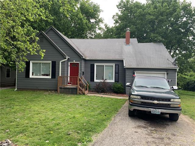 8322 Wayne Avenue, Kansas City, MO 64131 (#2174021) :: Clemons Home Team/ReMax Innovations