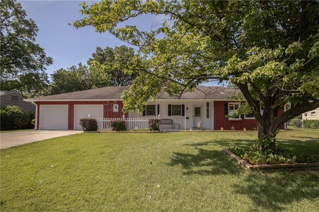4727 W 78th Terrace, Prairie Village, KS 66208 (#2174212) :: House of Couse Group