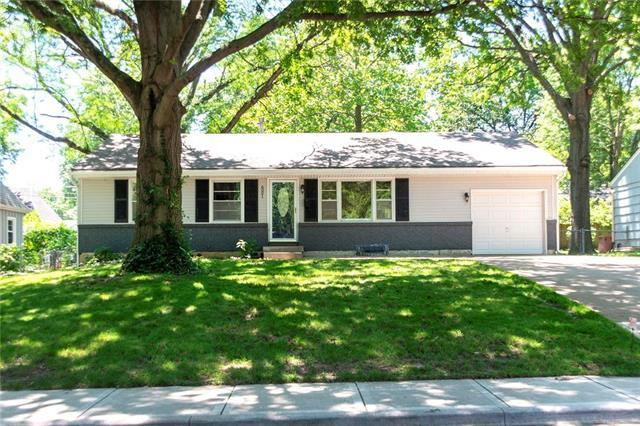 6001 W 76th Street, Prairie Village, KS 66208 (#2174220) :: The Shannon Lyon Group - ReeceNichols