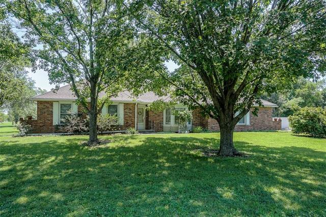 32121 Old Kc Road, Paola, KS 66071 (#2174489) :: House of Couse Group