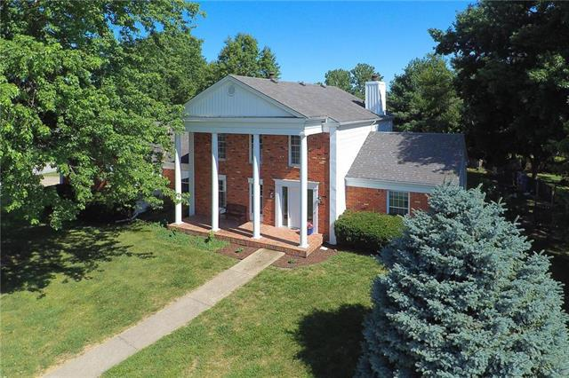 20600 Country Club Drive, Liberty, MO 64068 (#2174591) :: Team Real Estate