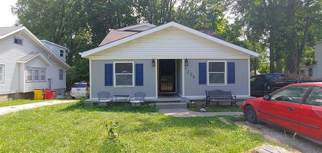 1225 S Main Street, Independence, MO 64055 (#2175097) :: Clemons Home Team/ReMax Innovations