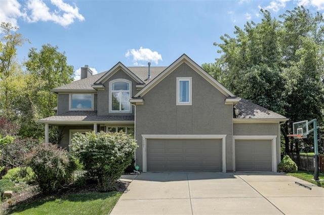 5105 W 162 Street, Overland Park, KS 66085 (#2175798) :: The Shannon Lyon Group - ReeceNichols