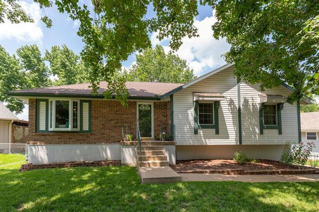 3113 SW Woods Chapel Court, Blue Springs, MO 64015 (#2175885) :: Kansas City Homes