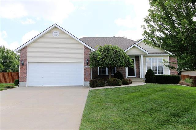 3201 SW Alice Lane, Lee's Summit, MO 64082 (#2175979) :: House of Couse Group