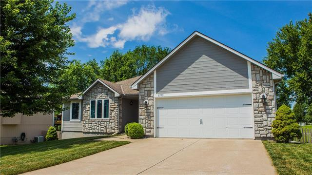 1703 NW Pond Avenue, Grain Valley, MO 64029 (#2175997) :: House of Couse Group