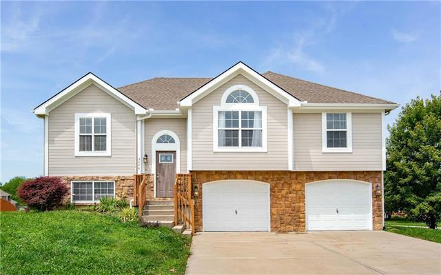 3028 N 157th Street, Basehor, KS 66007 (#2176114) :: Kansas City Homes