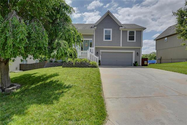7203 Millbrook Street, Shawnee, KS 66218 (#2176221) :: Team Real Estate