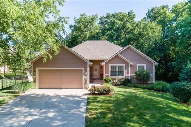 15402 Crimson Street, Basehor, KS 66007 (#2176449) :: Kansas City Homes