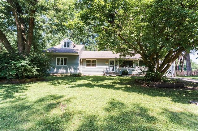 7906 Colonial Drive, Overland Park, KS 66204 (#2176454) :: Team Real Estate