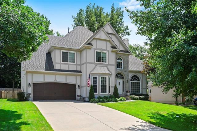 14425 W 115th Terrace, Lenexa, KS 66062 (#2176555) :: Team Real Estate