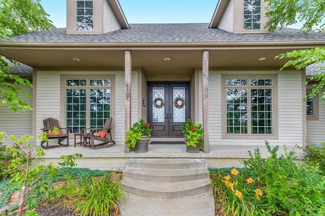 2307 Lakeview Drive, Paola, KS 66071 (#2176691) :: House of Couse Group