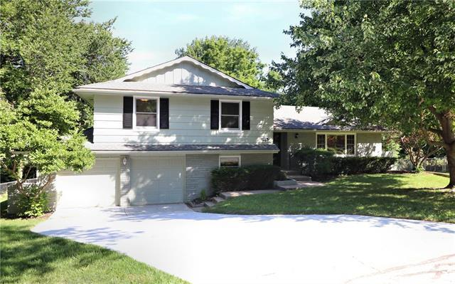 5736 W 81st Terrace, Prairie Village, KS 66208 (#2176714) :: House of Couse Group
