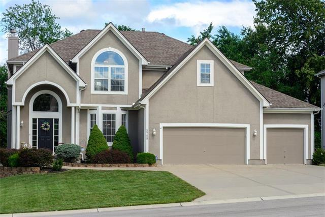 2729 SW Regal Drive, Lee's Summit, MO 64082 (#2176738) :: House of Couse Group