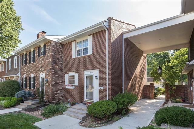 9611 Perry Lane, Overland Park, KS 66212 (#2176774) :: Clemons Home Team/ReMax Innovations