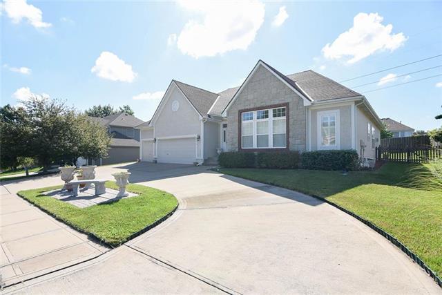 5723 Cottonwood Street, Shawnee, KS 66216 (#2176793) :: Team Real Estate