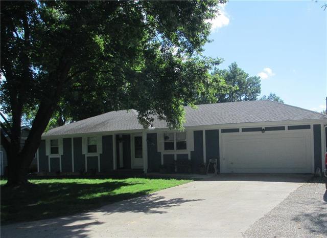1905 N Lexington Street, Harrisonville, MO 64701 (#2176798) :: House of Couse Group
