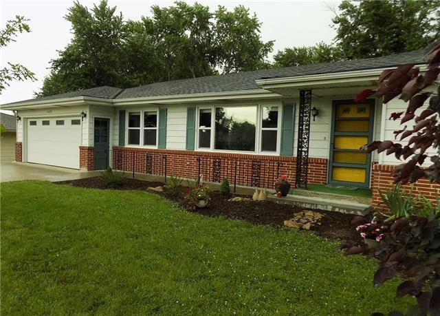 1402 N Cherry Street, Cameron, MO 64429 (#2176838) :: Clemons Home Team/ReMax Innovations