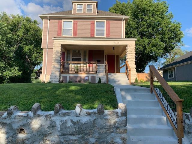 3027 Flora Avenue, Kansas City, MO 64109 (#2176869) :: Clemons Home Team/ReMax Innovations