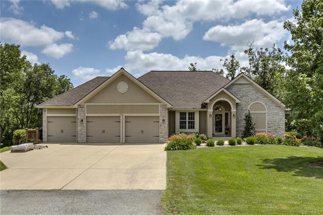 14775 Timber Lane, Bonner Springs, KS 66012 (#2176908) :: Edie Waters Network