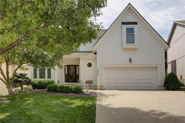 13927 W 71st Place, Shawnee, KS 66216 (#2176917) :: Team Real Estate
