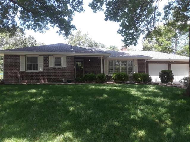 9644 Haskins Street, Lenexa, KS 66215 (#2176926) :: Team Real Estate