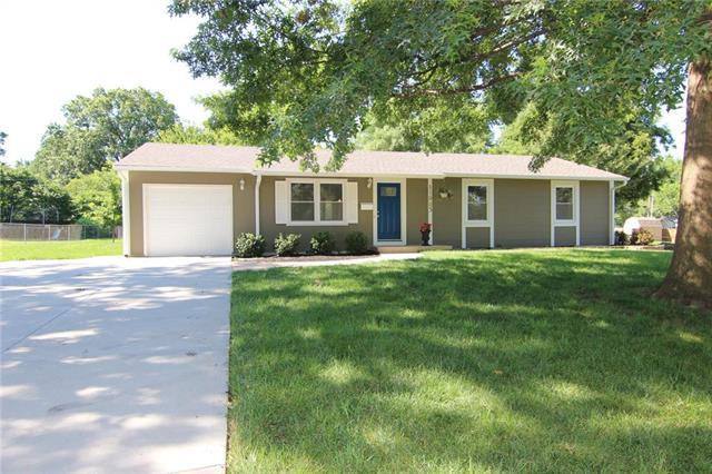11923 W 70th Street, Shawnee, KS 66216 (#2176929) :: House of Couse Group