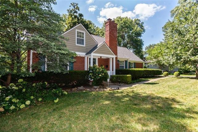 8452 Meadow Lane, Leawood, KS 66205 (#2177097) :: House of Couse Group