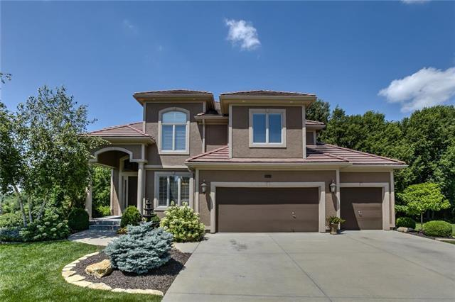 9008 Pine Street, Lenexa, KS 66220 (#2177105) :: The Shannon Lyon Group - ReeceNichols