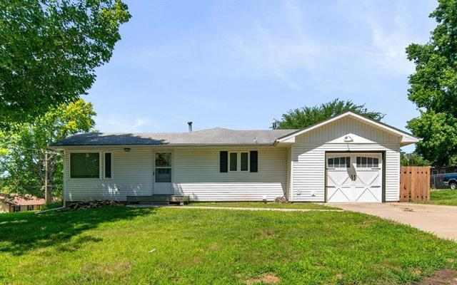 1656 Pawnee Street, Leavenworth, KS 66048 (#2177154) :: Edie Waters Network