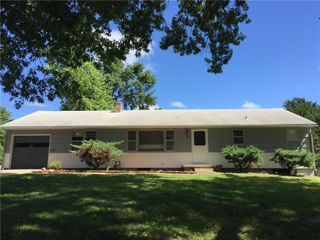 1302 Duck Road, Grandview, MO 64030 (#2177156) :: Edie Waters Network