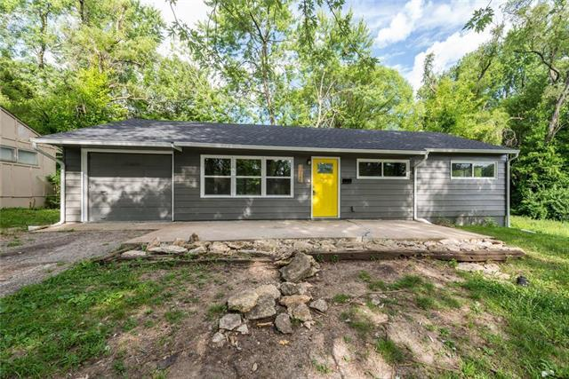 11338 Sycamore Terrace, Kansas City, MO 64134 (#2177157) :: Edie Waters Network