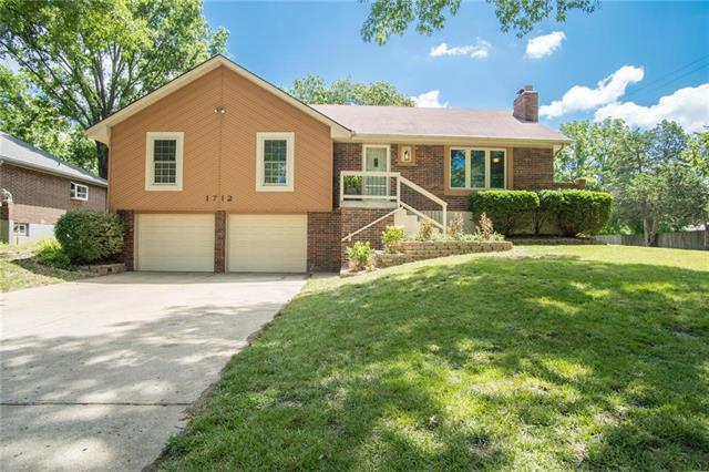 1712 SW 20th Street, Blue Springs, MO 64015 (#2177170) :: House of Couse Group