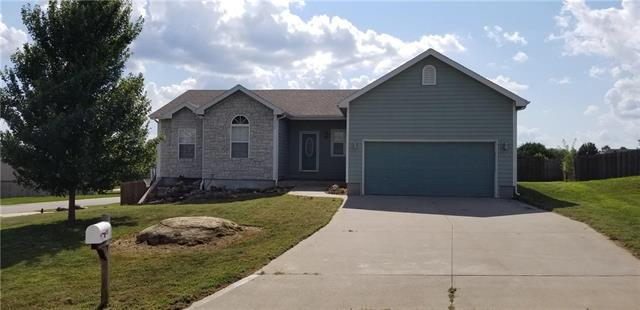 112 Rawlings Court, Tonganoxie, KS 66086 (#2177195) :: House of Couse Group