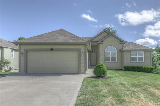 9239 N Jarboe Street, Kansas City, MO 64155 (#2177201) :: House of Couse Group