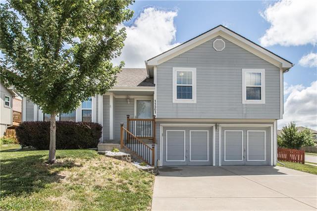11501 N Laurel Avenue, Kansas City, MO 64157 (#2177213) :: Dani Beyer Real Estate