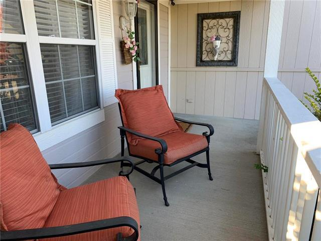 2901 NE Weston Circle, Blue Springs, MO 64014 (#2177217) :: Clemons Home Team/ReMax Innovations