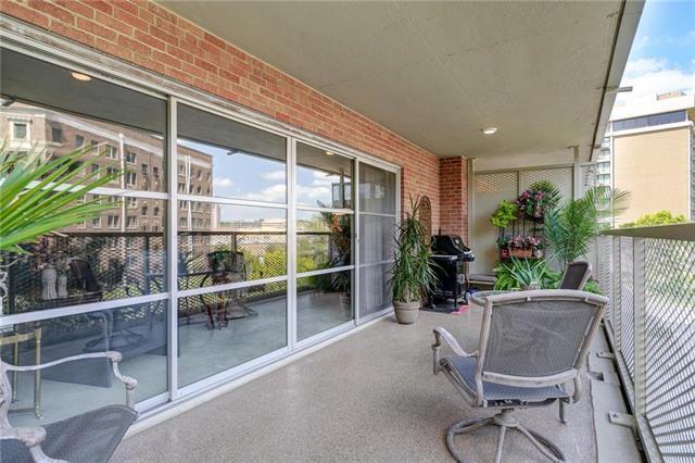 310 W 49th Street #207, Kansas City, MO 64112 (#2177229) :: Clemons Home Team/ReMax Innovations