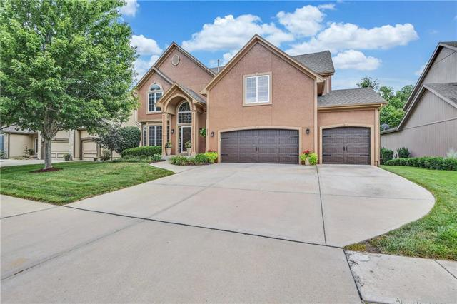4527 Grove Street, Shawnee, KS 66226 (#2177248) :: House of Couse Group