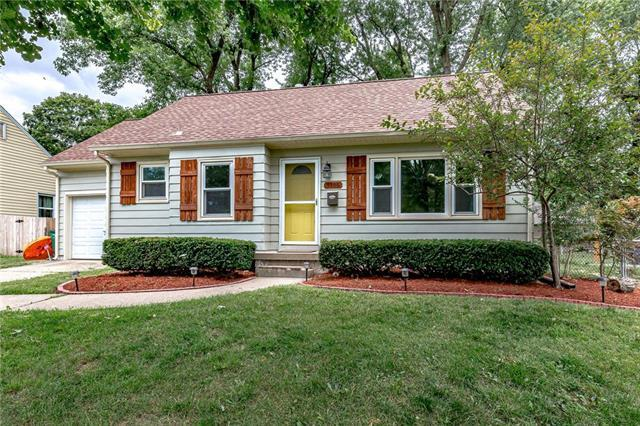 5306 W 51st Street, Roeland Park, KS 66205 (#2177346) :: House of Couse Group
