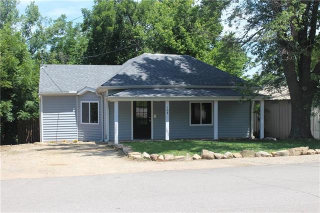 108 Washington Street, Oskaloosa, KS 66066 (#2177359) :: Eric Craig Real Estate Team