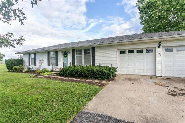 207 N 16th Street, Louisburg, KS 66053 (#2177453) :: Kansas City Homes