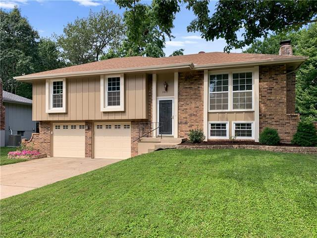 1813 NE 4TH Street, Blue Springs, MO 64014 (#2177518) :: House of Couse Group