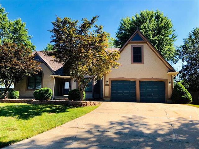 1808 NE Waterfield Lane, Blue Springs, MO 64014 (#2177521) :: House of Couse Group