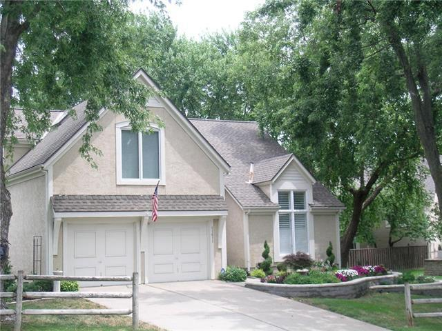 11611 Lowell Avenue, Overland Park, KS 66210 (#2177538) :: House of Couse Group