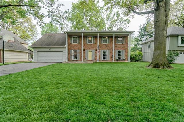 9009 W 105TH Terrace, Overland Park, KS 66212 (#2177540) :: House of Couse Group
